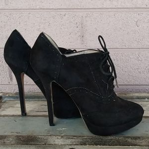 Forever 21 Sz 6 Black Leather Laceup Booties